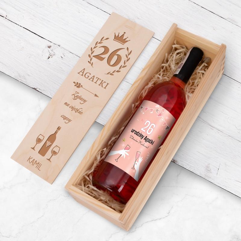 Wino alkoholowe na urodziny z personalizowaną etykietą / drewniana skrzynka z Nadrukiem / różowe półsłodkie / Fresco / 750 ml